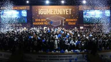 İstanbul Gelişim Üniversitesi'nin 10'uncu yıl mezunları kep attı