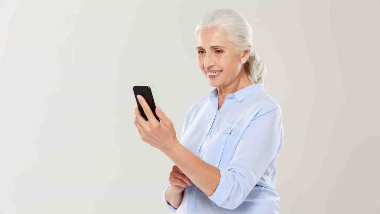 Warning from the expert: Do not forget to video chat with the elderly