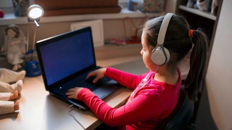 İnternet kullanan çocuklar istismar riski altında