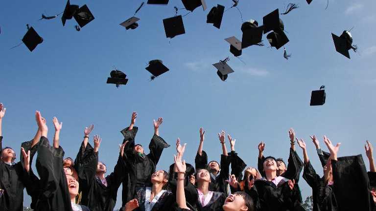 Genç Yetişkinler- Üniversite Mezuniyeti